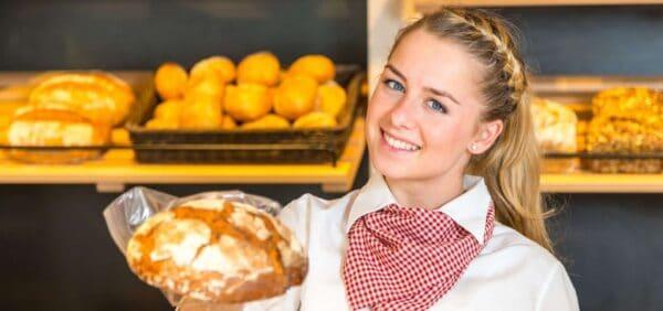 Bäckereifachverkäuferin am Tresen