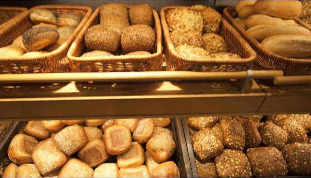 Brötchen Theke in der Bäcker-Filiale