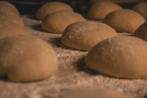 Brot backen: Bauern-Mini Brot während der Teigruhe