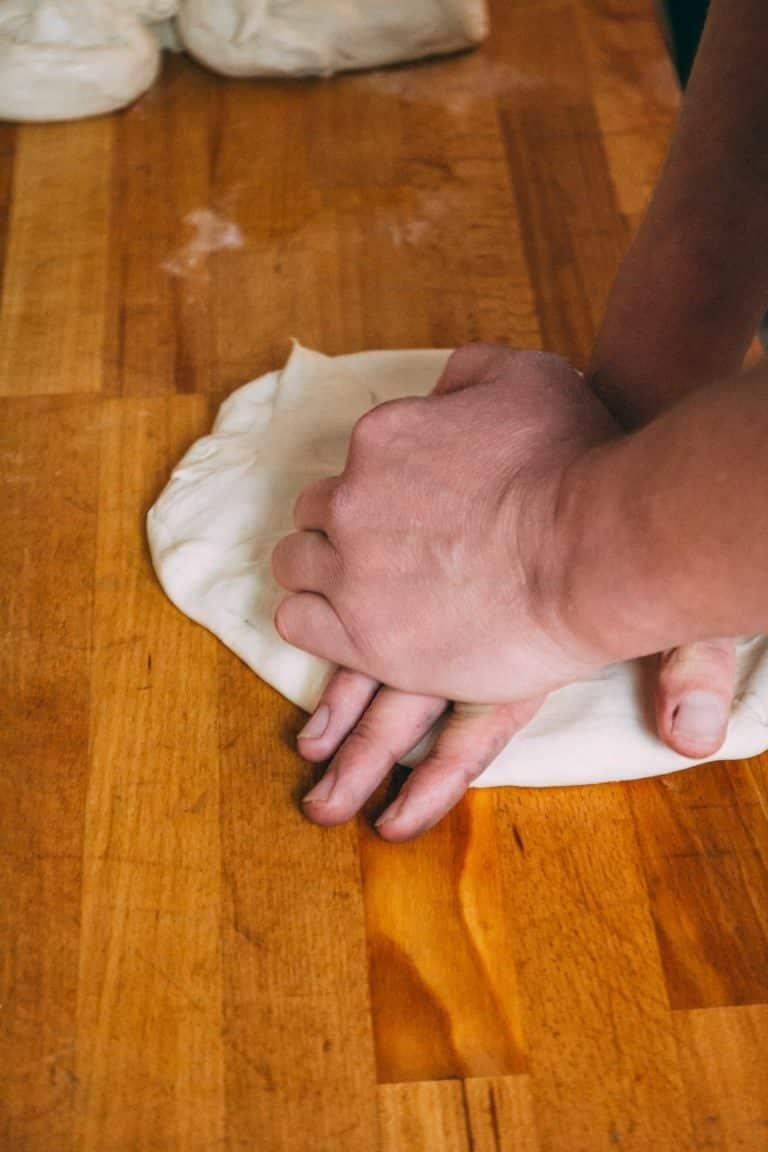 Teig von Hand geknetet