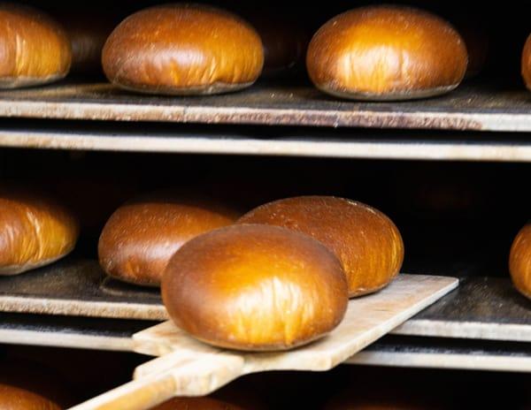 Roggenmischbrot aus dem Bäckereiofen