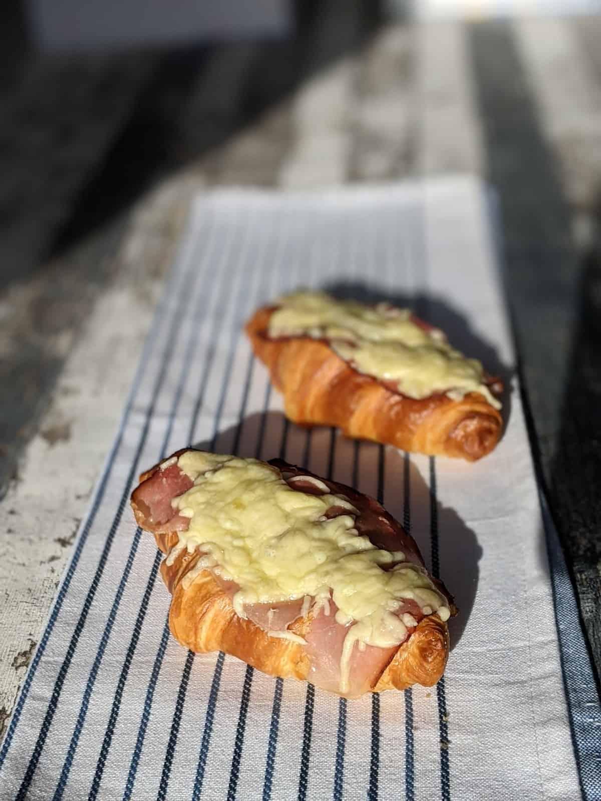 Käse Schinken Croissant in wenigen Minuten zubereitet